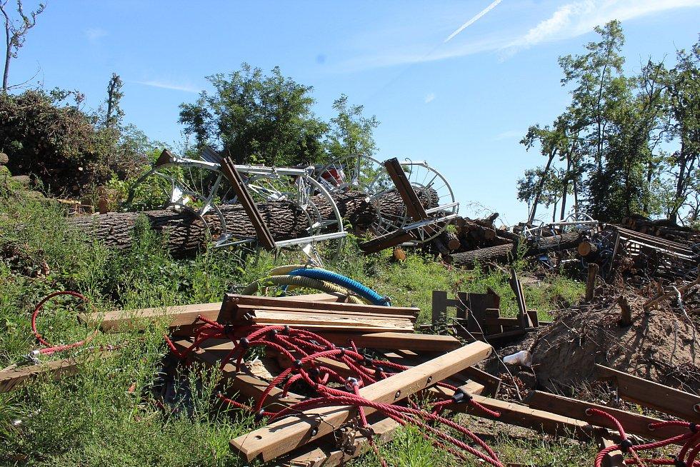 Tornádem zničené 3D bludiště v Hodoníně v první polovině září.