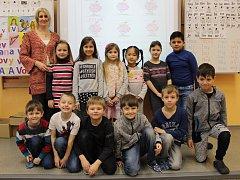 Žáci I.B ze Základní školy Mírové náměstí v Hodoníně s třídní učitelkou Dagmar Krýsovou.
