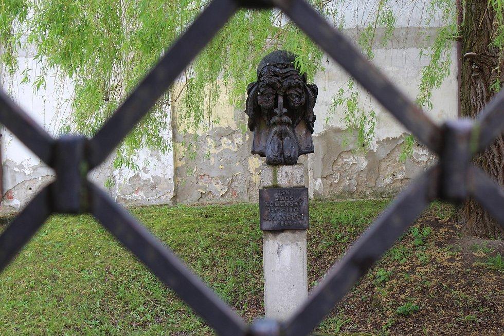 Památník bratrského školství ve Strážnici.
