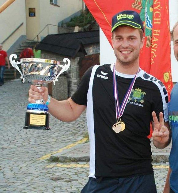 Úspěšný rohatecký dobrovolný hasič Michal Skřivánek na republikovém šampionátu ve Štramberku.