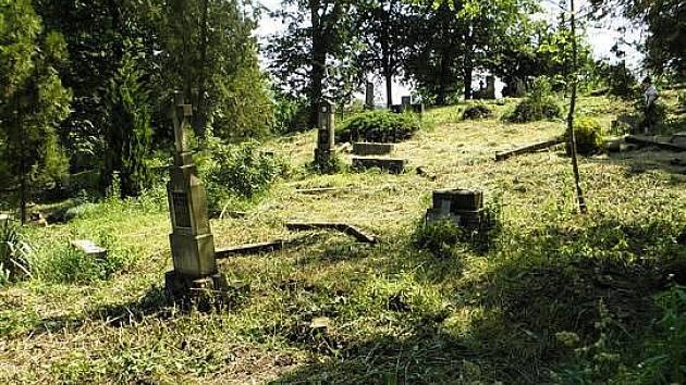Hřbitov v Domaníně už nesloužil svému účelu více než dvacet let.