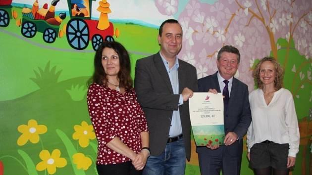 Nadační fond Víly pro děti slavnostně předal výmalbu dětského oddělení v hodonínské nemocnici.