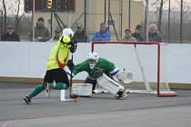 Hokejbalisté Sudoměřic (žluté dresy). Ilustrační foto.