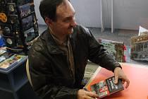 Hodonínský spisovatel Petr Gruber při křtu své knihy Voják Říše a svědomí.