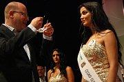 Romskou královnou krásy se pro tento rok stala Adriana Malíková ze slovenských Gbel. Česko-Slovenská Miss Roma 2016 v Hodoníně.