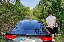 Mladík bez řidičáku ujížděl policistům.