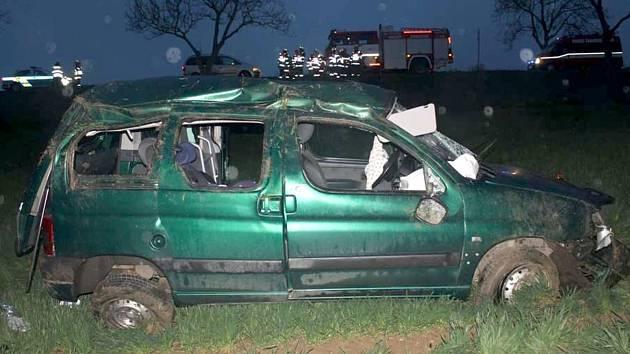 V neděli bourala mezi Kyjovem a Strážovicemi padesátiletá řidička. Při nehodě se zranila ona i její dvě dcery.