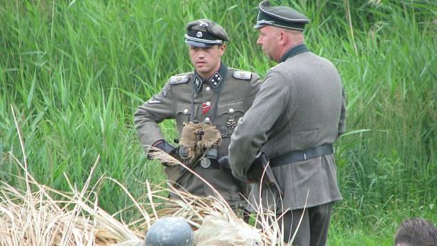 Sudetští Němci v poli za Vlkošem.