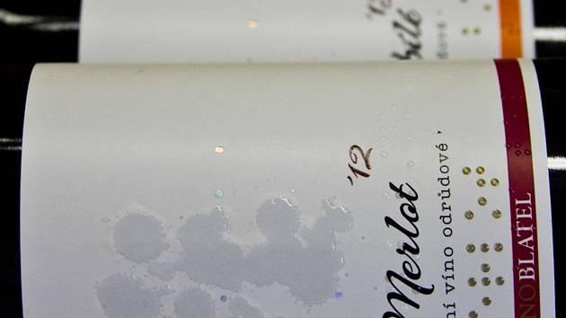 Vinařství Blatel z Blatnice pod Svatým Antonínkem vytvořilo speciální etikety pro nevidomé.