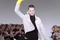 Modelům mladého oděvního designéra Jana Černého z Hodonína lidé tleskali při soutěži Van Graaf Junior Talent 2016.
