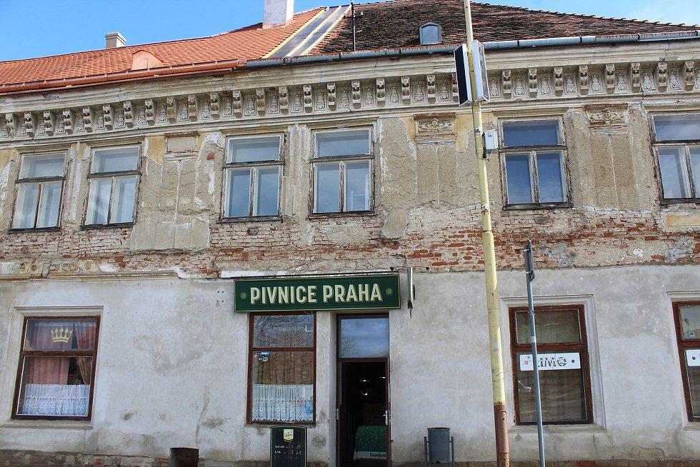 Památkově chráněný dům s Pivnicí Praha ve Strážnici.
