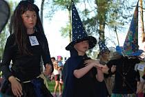Děvčata soutěžila, která z nich je nejhezčí čarodějnice.