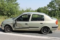Při nehodě mezi Lužicemi a Josefovem přišel řidič málem o ruku.