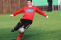 Hrající trenér Milotic Ladislav Holub (na snímku) se výhry na lavčice prvního mužstva zatím nedočkal.
