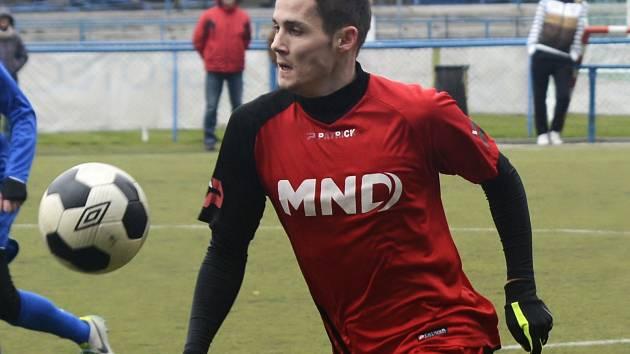Fotbalisté divizního Hodonína (v červených dresech) remizovali v posledním přípravném utkání na umělé trávě třetiligové Břeclavi 2:2.