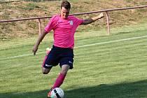 Fotbalisté Kostelce prohráli v osmém kole okresního přeboru s Dambořicemi 1:3. Hodový duel nezvládl mladý sudí Dufek.