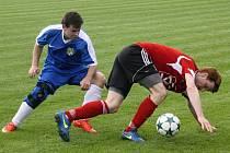 Fotbalisté Blatnice ( v červených dresech) v předkole Krajského poháru JmKFS přehráli Kozojídky 5:0 a těší se na souboj s Ratíškovicemi.