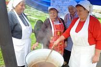 Ve Veselí nad Moravou se konal první ročník soutěže Guláš open. Zúčastnily se jí tři týmy, které měli k dispozici maso z dvouletého býka.