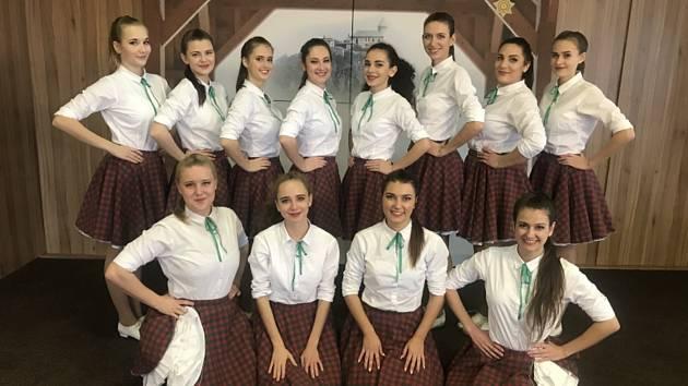 Taneční klub Black and White Hodonín zářil na Pardubické Ryengli.