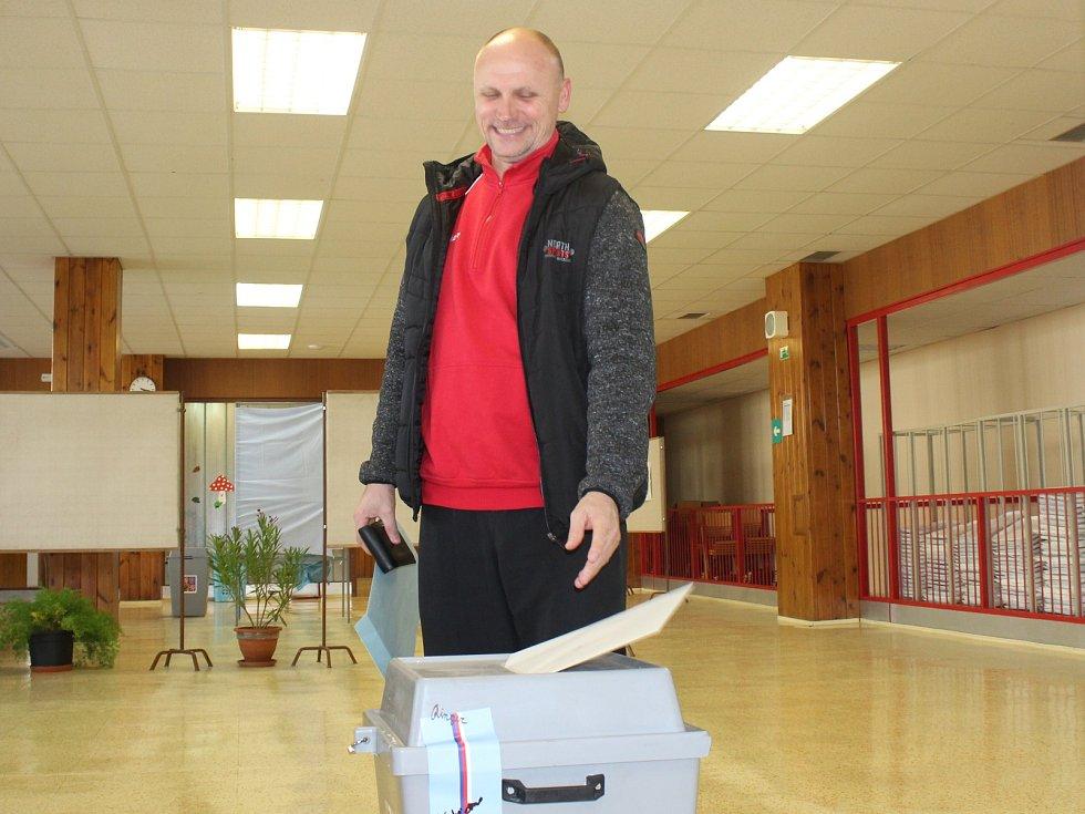 Komunální volby hodonínských volebních okrescích v místnostech Základní školy Očovská.