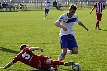 Fotbalisté Blatnice (v bílých dresech) vstoupili do nové sezony I. A třídy skupiny B domácí porážkou 1:6 s Lednicí.