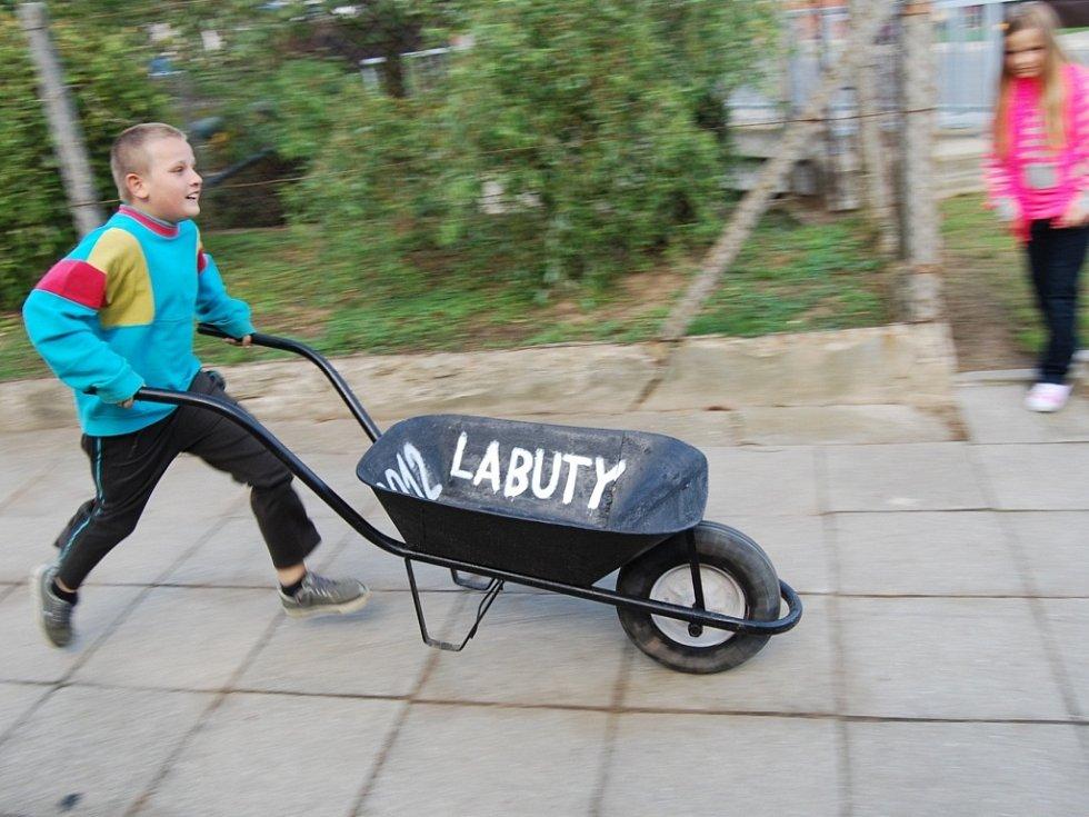 Dospělých v Labutech závodí čím dál méně, dětí naopak přibývá.