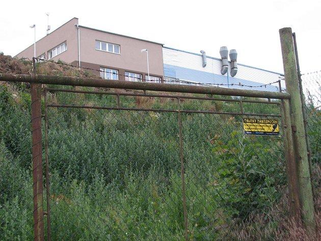 V areálu mezi Šardicemi a Hovorany měly vyrůst depolymerizační linky na zpracování plastů. Zastupitelé byli proti.