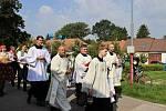 Více než dvě stovky krojovaných se zúčastnily dožínkového průvodu do kostela Panny Marie, kde byla děkovná mše svatá.