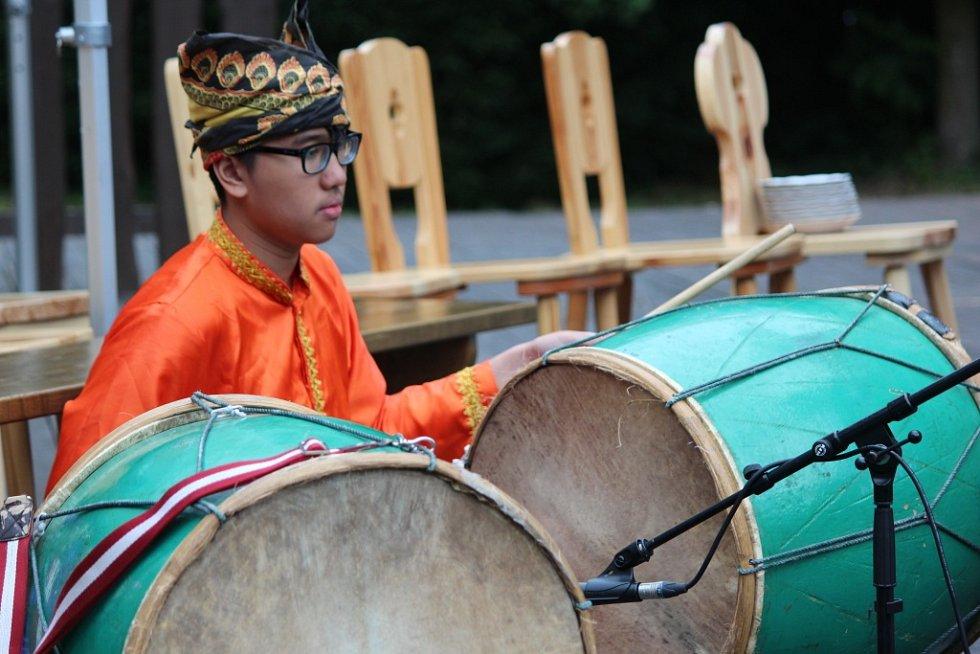 Čtvrtečním programem pro veřejnost odstartovaly zahraniční soubory ze čtyř zemí Mezinárodní folklorní festival Strážnice 2014.