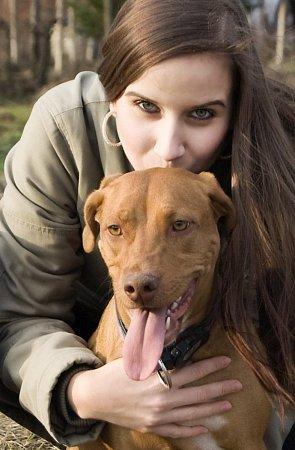 Třiadvacetiletá Soňa Svobodová zKyjova pomáhá opuštěným psům.