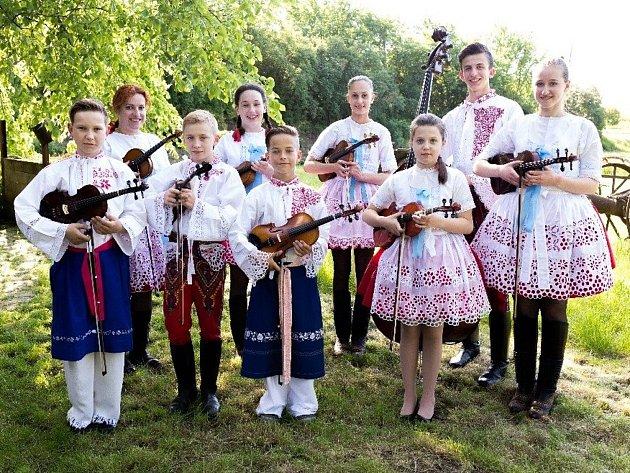 Cimbálová muzika Lúka z Hovoran a Čejče.