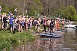 Na tradiční Velikonoční plavání v přístavišti U Jezu v Hodoníně se v sobotu sešlo na šedesát otužilců z Moravy i Slovenska.
