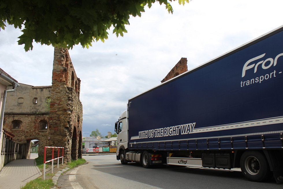 Provoz Veselskou branou na silnici I/55 ve Strážnici.