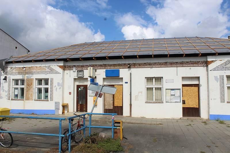 Železniční stanice v Lužicích a její okolí 18. srpna.