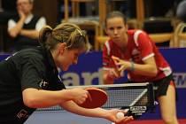 Hodonínská stolní tenistka Lenka Harabaszová sice po dobrém výkonu zdolala rumunskou obranářku Camelii Postoacaovou 3:2 na sety, ale s Ivetou Vacenovskou prohrála.