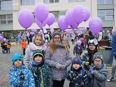 Děti z Kyjova a okolí vypustily před kyjovskou radnicí 973 balonků s přáními pro Ježíška.