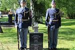 Ve společném hrobu vojáků Rudé armády na městském hřbitově v Hodoníně spočinuly ostatky majora sovětského letectva Ivana Stěpanoviče Nikolajeva.