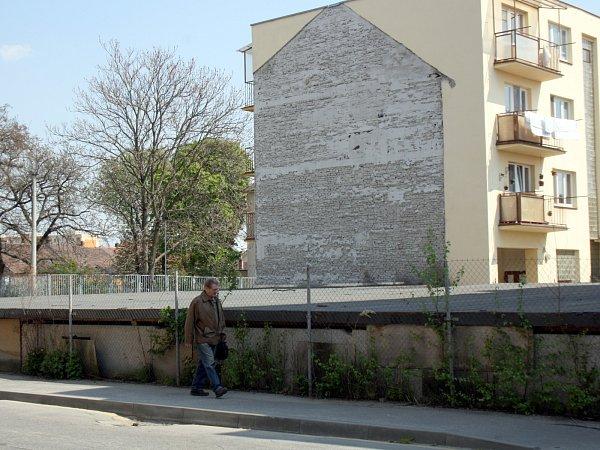 Sklepy po Lidové škole umění uMasarykova náměstí, Hodonín