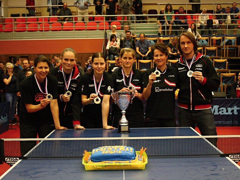 Stolní tenistky Hodonína zvítězily ve třetím finále play off ženské extraligy jednoznačně 5:0 a slaví jubilejní desátý titul.