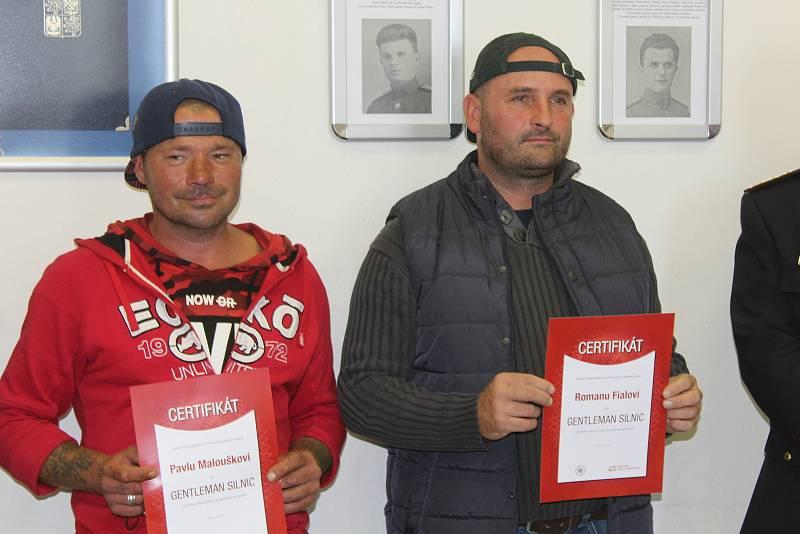 Předání ocenění Gentleman silnic Romanu Fialovi a Pavlu Malouškovi v Hodoníně.