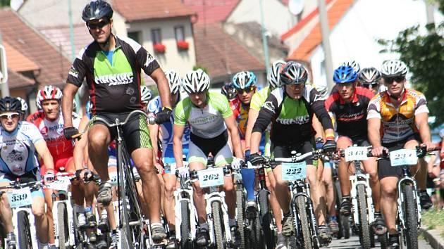 Závod horských kol Karpatský pedál 2013 se letos koná 13. července v areálu TJ Javorník. Loni se na Horňácku představilo několik stovek závodníků.