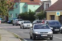 Dopravu v Boršově, městské části Kyjova, ve směru na Kroměříž řídí semafory.