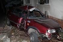 Se škodou felicia havaroval do oplocení domu v Urbanově ulici v Kyjově.