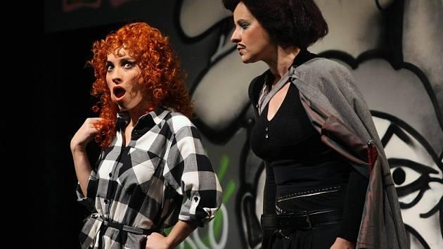 Nesmrtelná komedie Carla Goldoniho Sluha dvou pánů v podání herců Městského divadla ve Zlíně. .