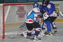 Vánoční turnaj hokejových páťáků: Hodonín (v modrém) vs. Martin