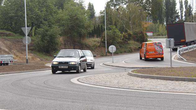 Nová kruhová křižovatka v Kyjově je průjezdná.