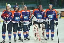 Hodonínští hokejisté poděkovali po posledním zápase základní části věrným fanouškům.