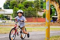 Dopravní hřiště pro mladé cyklisty budují dělníci v Kyjově.
