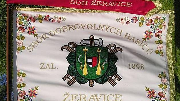 Nový prapor žeravských hasičů (přední část).