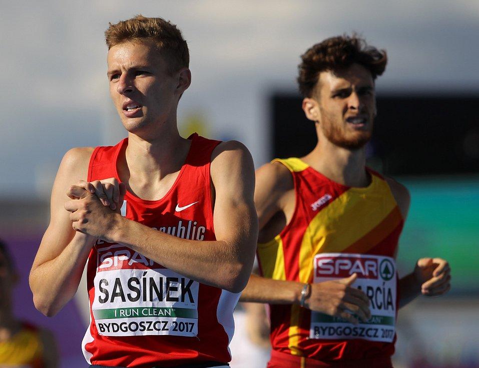 Hodonínský běžec Filip Sasínek získal na evropském šampionátu atletů do 23 let v Bydhošti v běhu na 1500 metrů stříbrnou medaili.